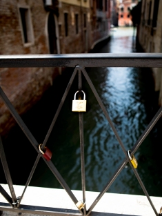 Odd - Lock on bridge