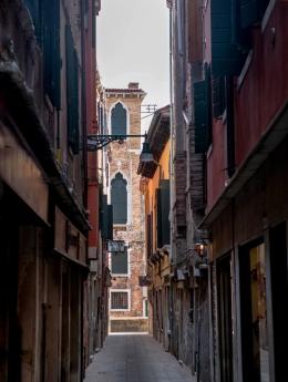 Odd - Narrow street 2