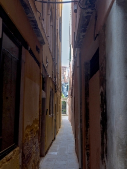 Odd - Narrow street